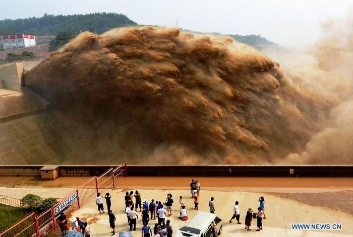 China's Yellow River : Huang He
